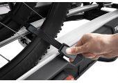 Regulowane klamry zatrzaskowe z długimi pasami ułatwiającymi mocowanie kół (o szerokości do 4.7 cali), do transportu rowerów typu fatbike