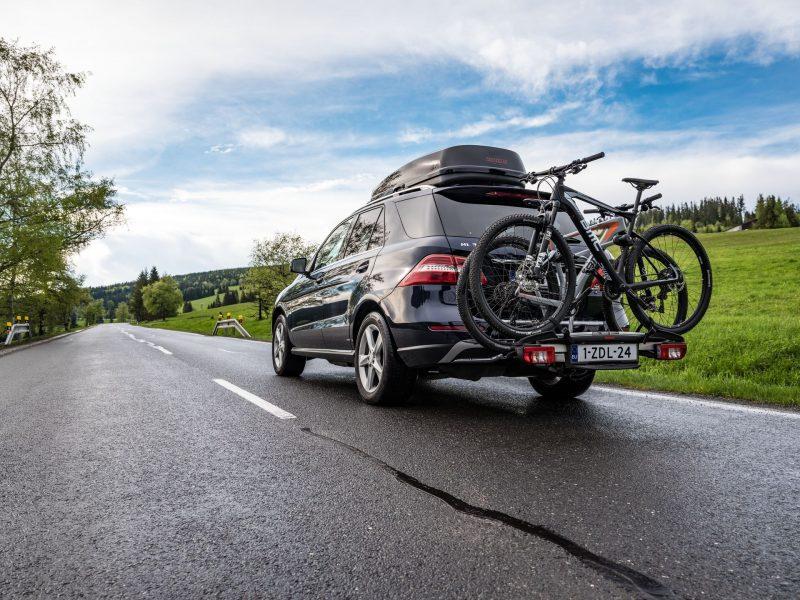 10 spraw, na które zwrócić uwagę, wybierając bagażnik rowerowy montowany na haku holowniczym