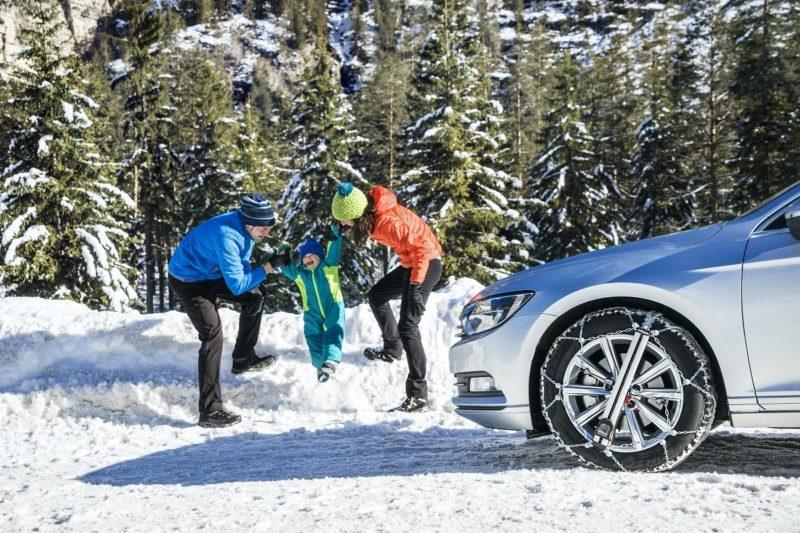 Wszystko co powinieneś wiedzieć o łańcuchach śniegowych – od zakupu po ich użytkowanie i konserwację