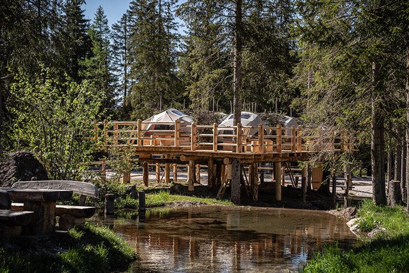 Amerykańska marka Yakima stworzyła niepowtarzalny park – kemping z namiotami dachowymi SkyRise